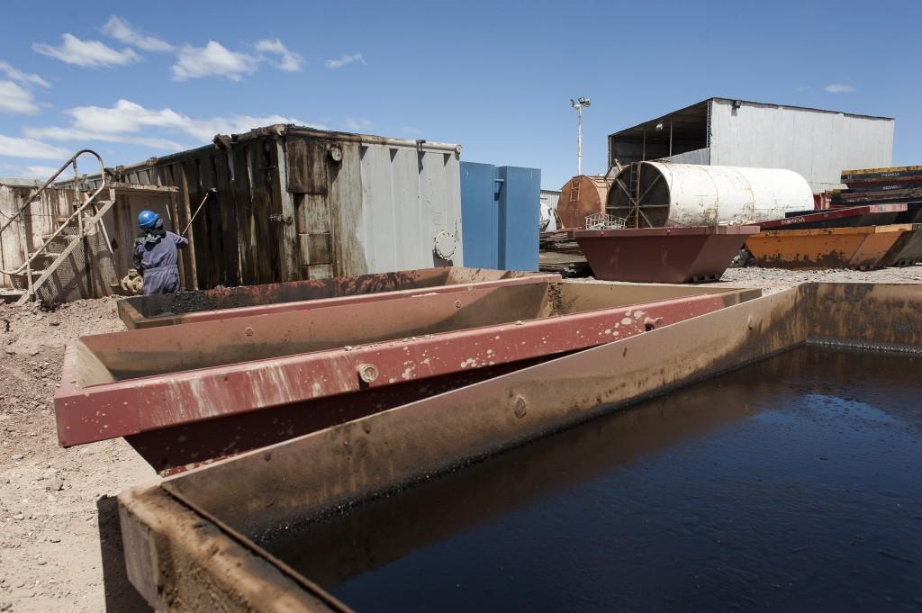 Indarsa, limpieza de equipo petrolero en tierra. Neuquén Capital