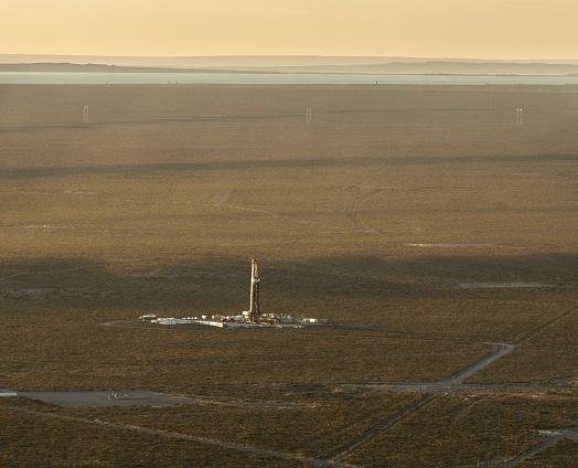 Vue aerienne d'un puits non conventionnel de gaz et de petrole sur le site de Vaca Muerta ou est concentre une partie tres importante des reserves de gaz de schiste argentins, non loin du village d'A?elo.