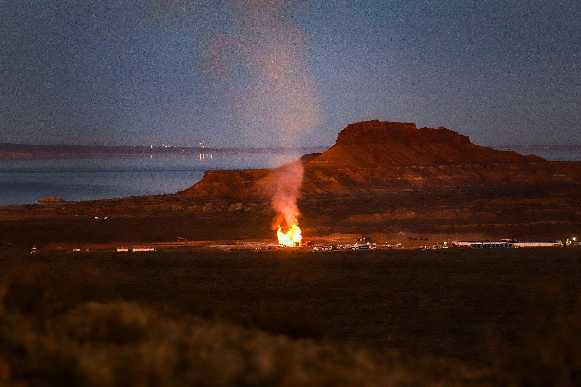 Incendio en pozo Loma La Lata Oeste. Foto, Juan Pablo Barrientos